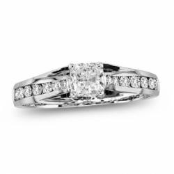 Помолвочное кольцо из белого золота с бриллиантом